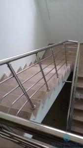 4 yatay emniyetli paslanmaz merdiven korkuluğu