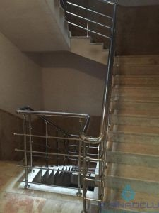 3 yatay emniyetli paslanmaz merdiven korkuluğu