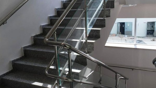 camli-paslanmaz-merdiven-korkuluk-modelleri(6)