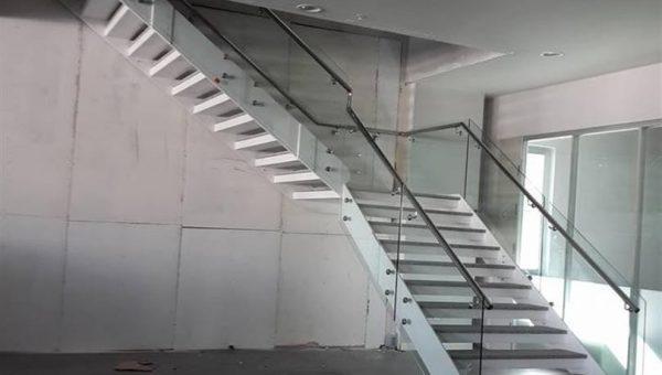camli-paslanmaz-merdiven-korkuluk-modelleri(7)